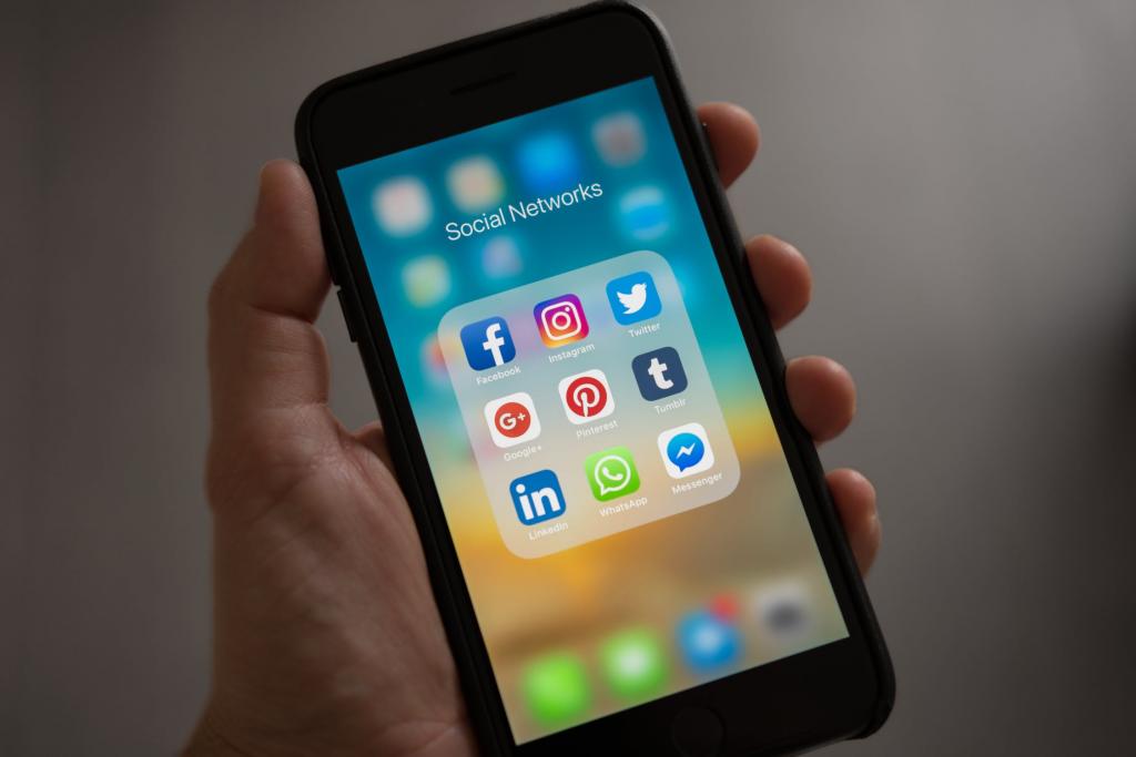 facebook, media sosial
